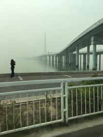 Dans la brume ...le pont sans fin ...