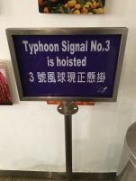 Finalement le tiphon a changé de trajectoire et à évité HK