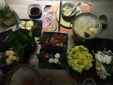 Hot pot , cuisson dans un bouillon épicé