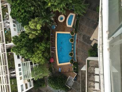 La piscine vue du 18 ème étage