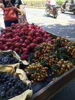 Stand de fruit au coin de la rue