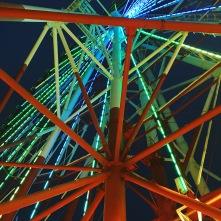 La grande roue vue d'en bas