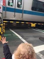 Chouquette adore voir passer les trains