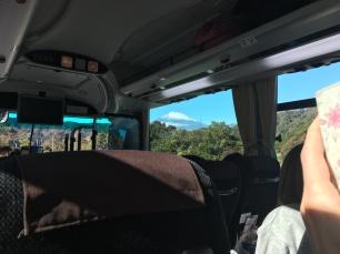 En route en car avec vue sur le Mont Fuji