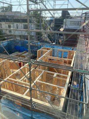 Le chantier encore et toujours ... oui c'est une maison en bois on suit chaque étape